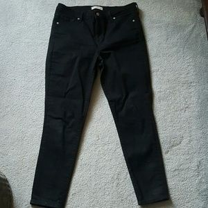 Gap woman's true skinny black denim jeans. 32R/14